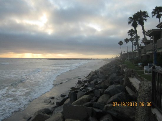 Harbor Inn & Suites Oceanside / San Diego: The sun nearing sunset within walking distance