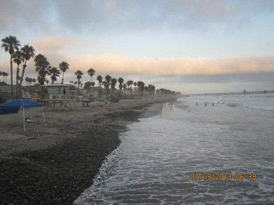 Harbor Inn & Suites Oceanside / San Diego : This was the beach nearby within walking distance