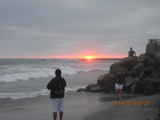 Harbor Inn & Suites Oceanside / San Diego : A local man fishing, while watching the sunset, nearby within walking distance