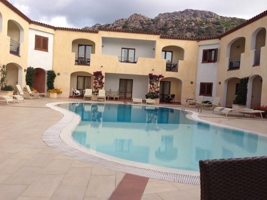 Hotel Monti di Mola: the pool