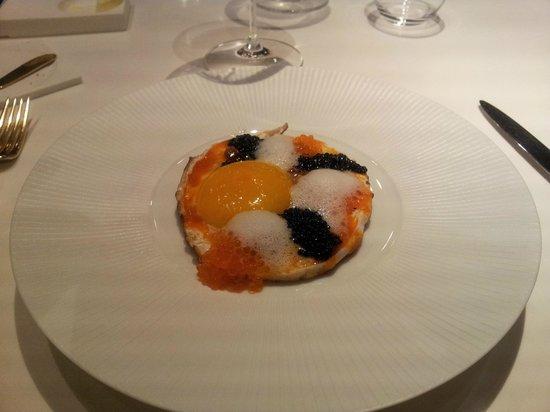 Monvinic: Œuf de canne, soubressade et caviar de truite