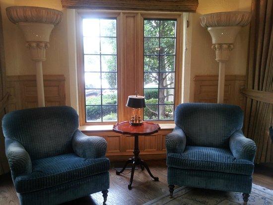 The Henley Park Hotel: Hall albergo