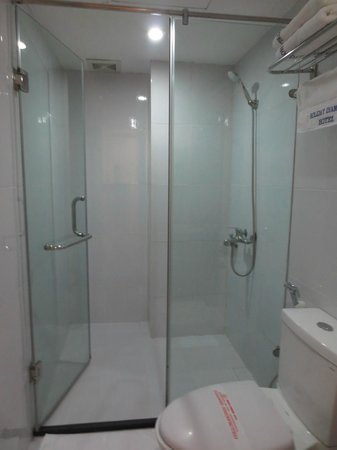 Hanoi Holiday Diamond Hotel: Bathroom