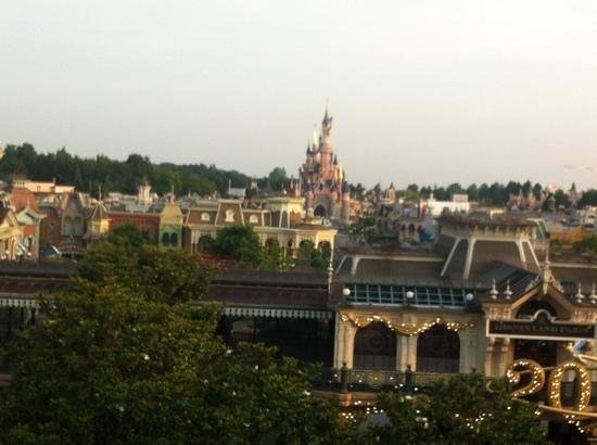 Chambre vue parc soir picture of disneyland hotel for Chambre castle club disneyland hotel