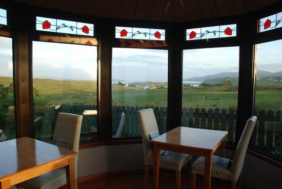Ardmorn Holiday Accommodation: Stunning views at breakfast