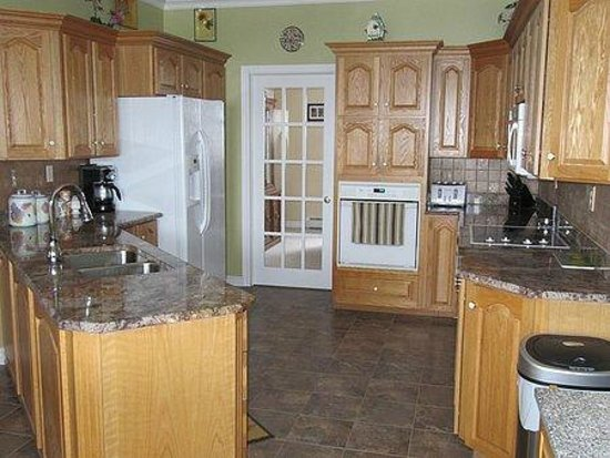 Seabreeze Bed & Breakfast: open kitchen