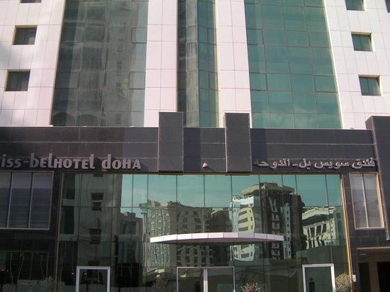 Swiss-Belhotel Doha: Puerta principal