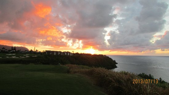 Westin Princeville Ocean Resort Villas: Sunset from the bluff.