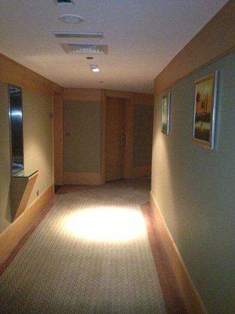Nour Arjaan by Rotana - Fujairah: hotel hallways