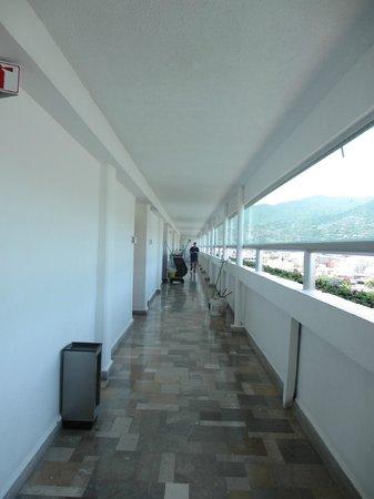 Emporio Acapulco Hotel: Hotel hallway