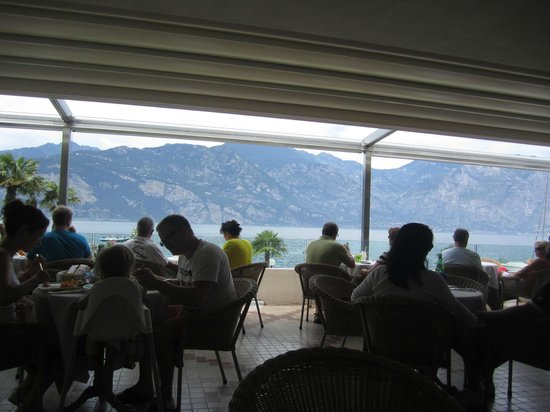 Al Bacio Restaurant: Sala vista lago