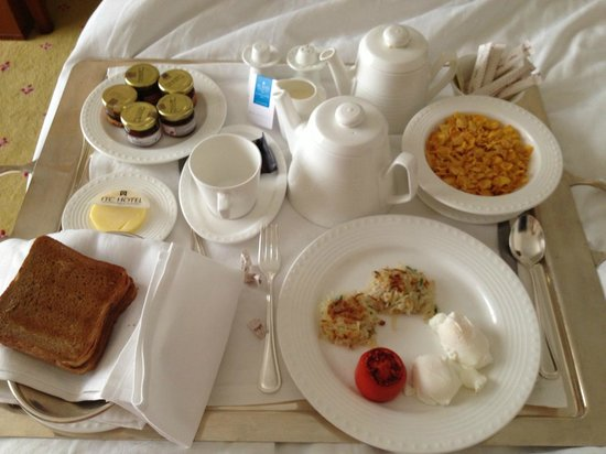 ITC Grand Central: breakfast