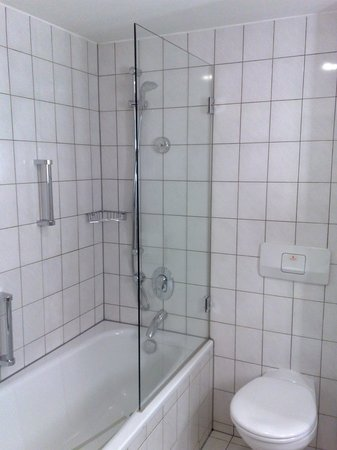Badezimmer - Picture of Hilton Bonn Hotel, Bonn - TripAdvisor