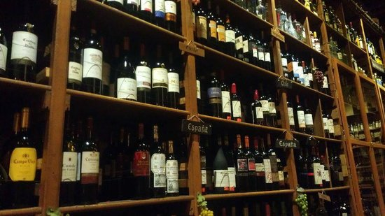 Almacen Troccoli: More wine