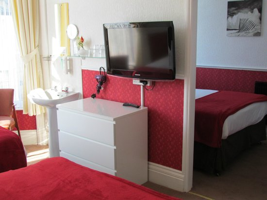 Wimbourne Guesthouse: family room for 2 adults 3 children