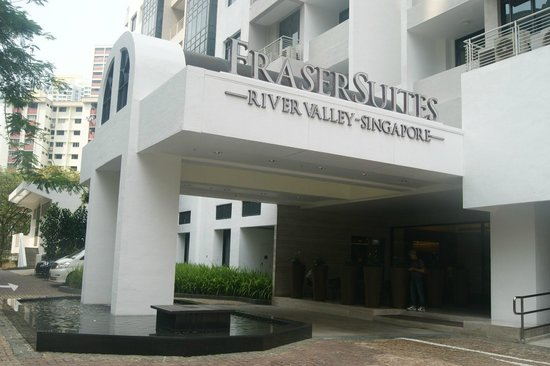 Fraser Suites Singapore: ENTRANCE to the Hotel