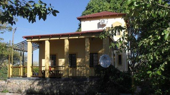 Sedia Riverside Hotel: Two bedroom Chalet