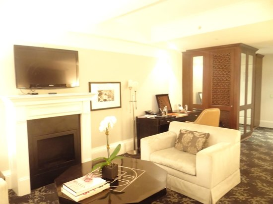 The Surrey: room