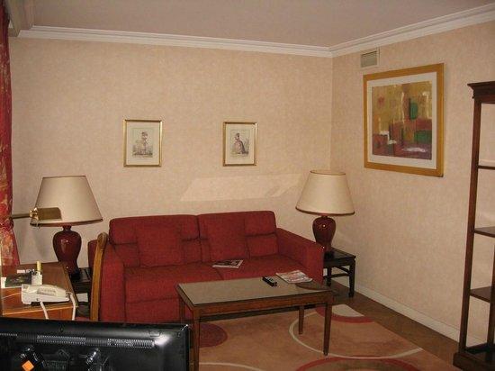 Warwick Reine Astrid -  Lyon : Le salon de la suite premium