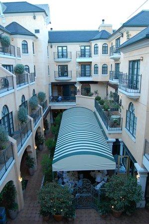 Garden Court Hotel: Innenhof