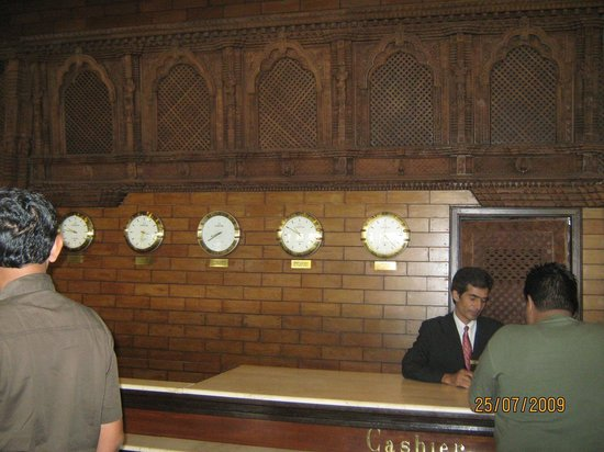 The Everest Hotel : reception counter