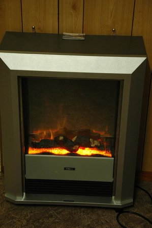 Strahan Wilderness Lodge and Bay View Cottages: Electric Fireplace - nice!