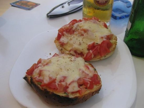 Mare Mare Restaurant : Cheese, tomato & garlic bruschetta