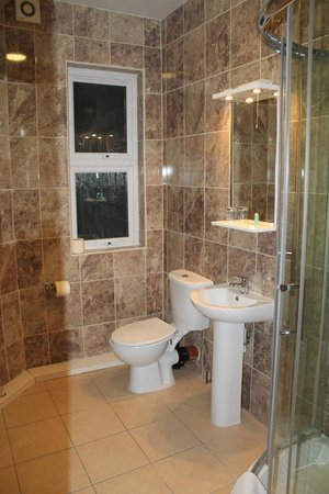 Abbey House Hotel: Bathroom for room No 6