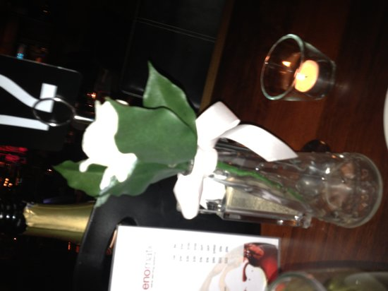 Arkaba Hotel : horrible fake flowers on the table