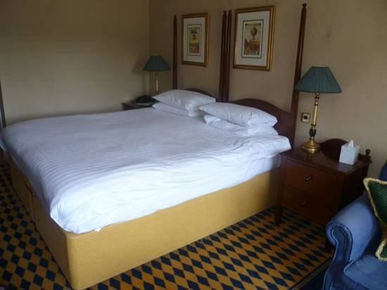 ‪‪Huntingtower Hotel‬: huge comfortable bed‬