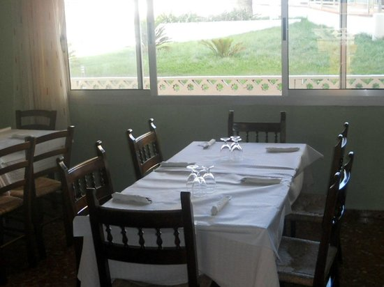 Tabernes de Valldigna, İspanya: Comedor con vistas al jardin