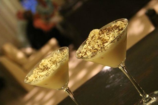 Edremit (Trimithi), Cipro: Buttery Nipple Martinis