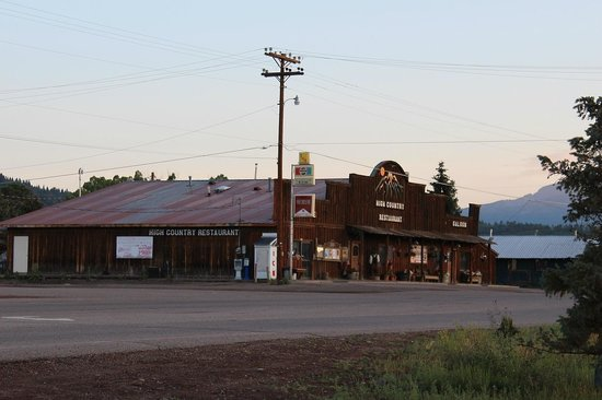 Chama Trails Inn (Trail's End): Good place to eat across the street