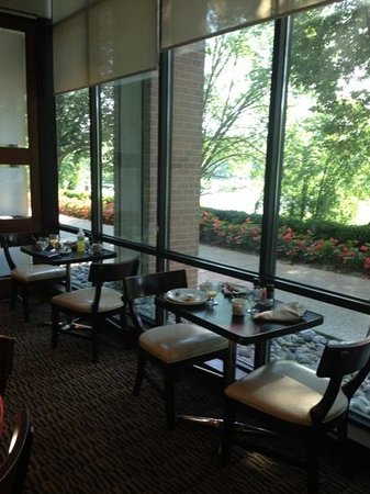 Sheraton Columbia Town Center Hotel: Dining with a view