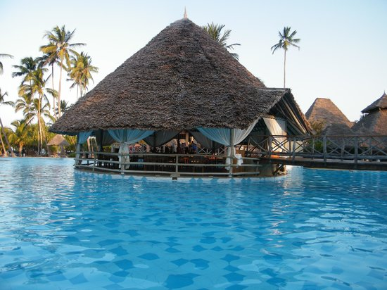 Neptune Pwani Beach Resort & Spa: restaurant (pizzeria)