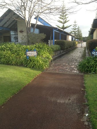 Dunsborough Beach Cottages: Pathway from Cottages to the beach