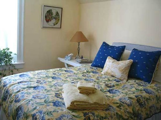 The Rothwells' Stone Cottage B&B: Blue Room