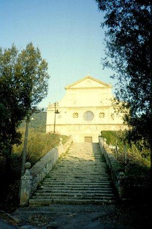 Basilica di San Pietro: fronte