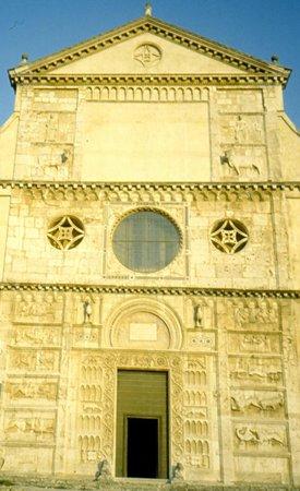 Basilica di San Pietro: facciata