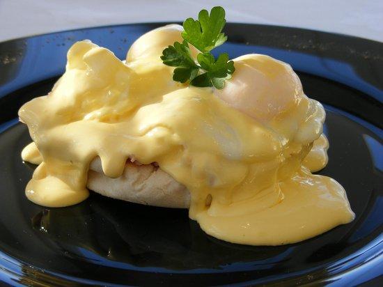 Castlewood House: Eggs Benedict