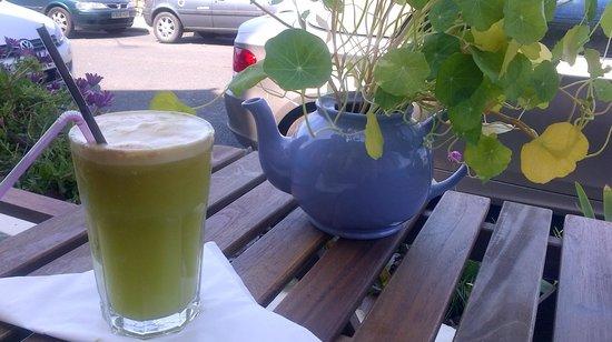 The Coffee Cove: Fresh juice in the sunshine