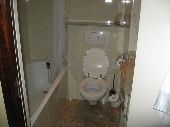Foto Kleine Badkamer : Kleine badkamer foto van beach hotel noordwijk noordwijk