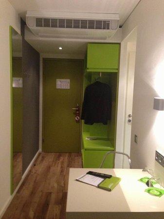"""roomz Graz Budget Design Hotel: """"Fetziger"""" Eingangsbereich."""