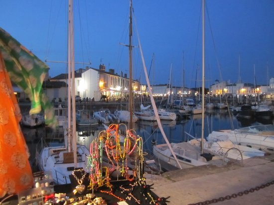 Hotel Le Galion : harbour in evening