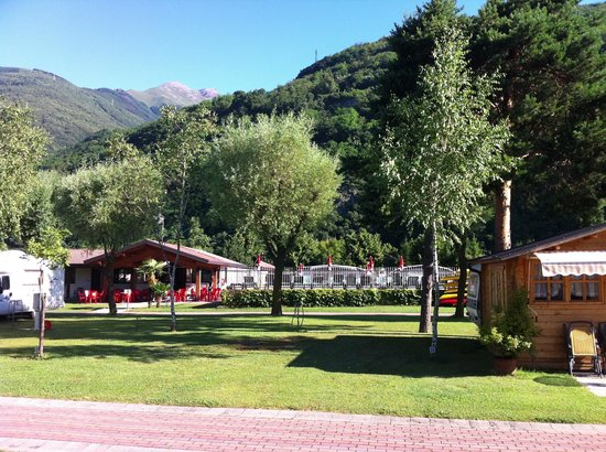 Camping La Riva: The pool and cafe