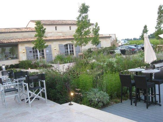 L'Atelier de Candale: Looking over the patio
