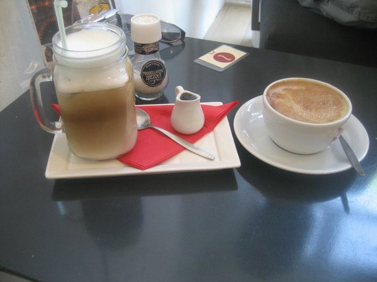 Frederix Micro Roasters: Iced coffee (left) and flat white (right)