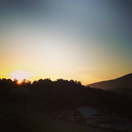 Fairfield Inn & Suites Chattanooga I-24/Lookout Mountain : Sunrise over mountain!