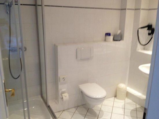 Lindner Strand Hotel Windrose: bathroom