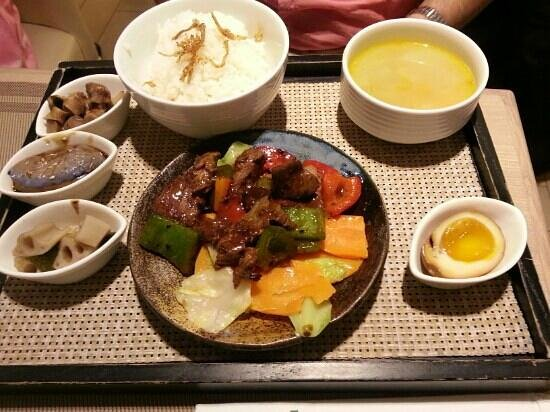 Niji Bistro: Beef kaiseki (the name has almost no relationship with the actual dish)